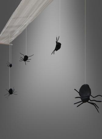 Hanging deco with spiders