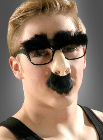 Brillennase mit buschigen Augenbrauen