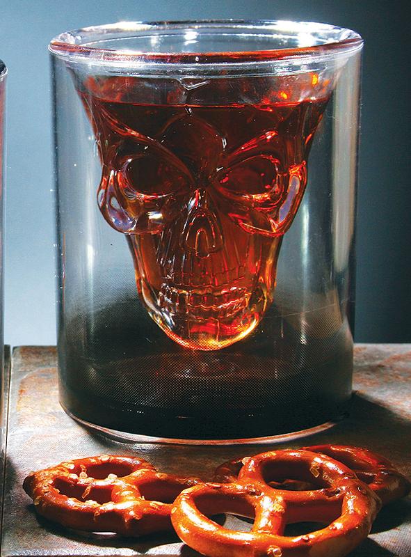 Glas schwebender Totenschädel