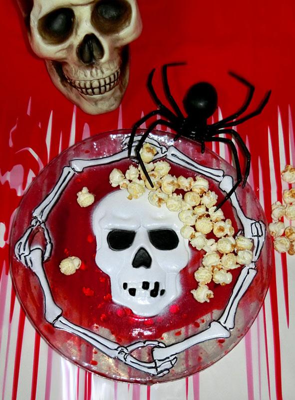 Halloween tischdeko teller mit blut bei kostuempalast - Tischdeko halloween ...
