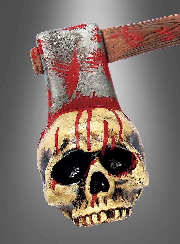 Blutige Axt mit Schädel