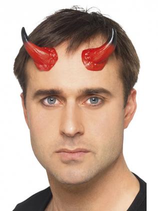 Mann mit Teufelshörnern